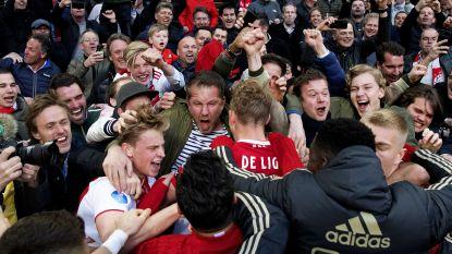 Ajax helemaal terug in de titelrace na felbevochten zege tegen PSV: 3-1