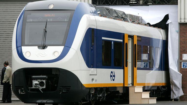 Bij Siemens in het Duitse Krefeld komt een NS-trein uit de fabriek rollen. Beeld anp