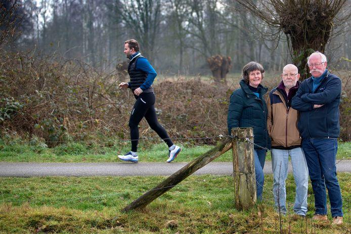 De samenstellers van Eindje Om Heesterakker: Marja en Trijnco Dijkman en Mart Vlaminckx (midden).
