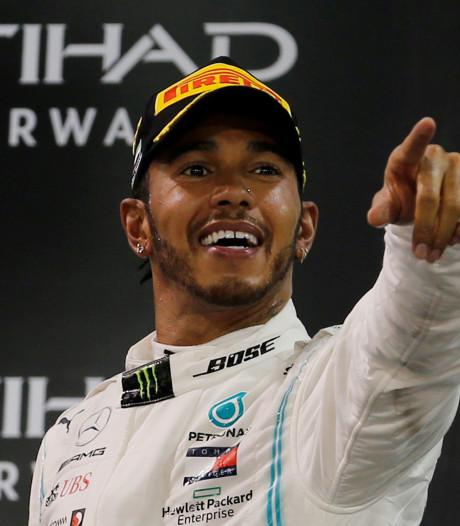 Lewis Hamilton showt eerste rondje in nieuwe Mercedes-bolide