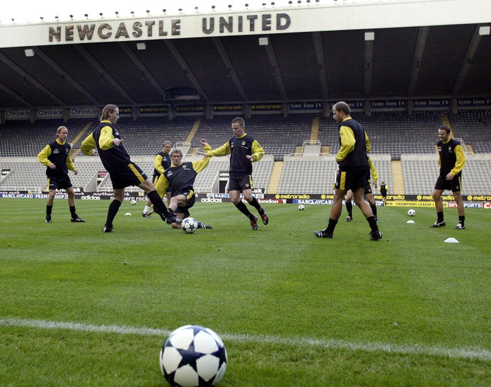 De selectie van NAC traint in aanloop naar de wedstrijd tegen Newcastle United in St. James' Park.