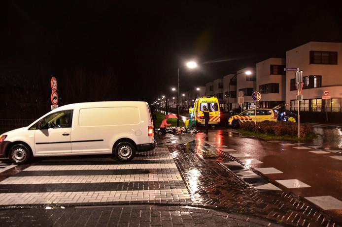 In Tilburg is donderdagavond een scooter geschept door een bestelauto.