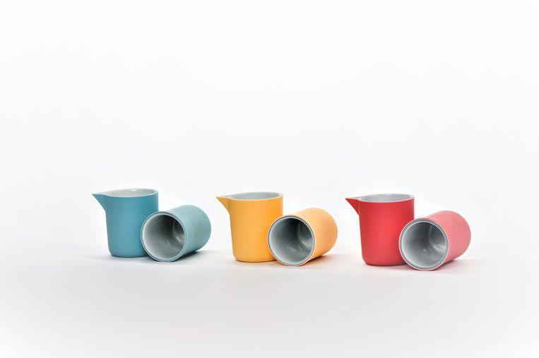 Gekleurd porselein bestaande uit zes lagen.