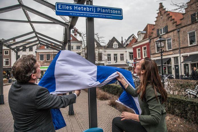 Bij het twintigjarig jubileum van Café de Hete Brij kreeg Ellis Hetebrij een tijdelijk plantsoen naar haar vernoemd.