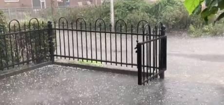 'Lokaal ontstaan nu in moordend tempo zware regen- en onweersbuien met hagel'