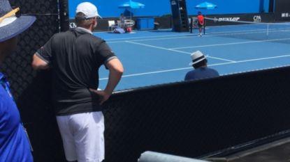 Onze man in Melbourne ziet een trotse vader volstrekt afgaan en ontdekt een oneerlijke regel die het tennis zodra zal doen veranderen