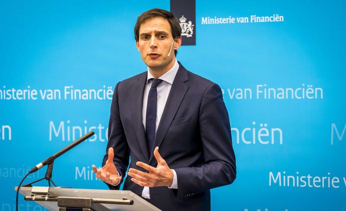 Minister Wopke Hoekstra van Financien staat de pers te woord op het ministerie van Financien. De Nederlandse Staat heeft een belang genomen in de holding Air France-KLM.