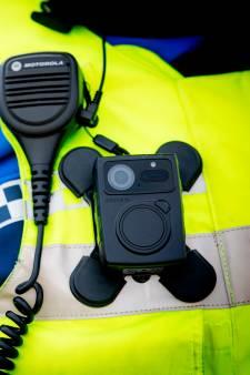 Alle Alphense handhavers krijgen nog deze maand een bodycam: 'Het helpt, ook al staat hij niet eens aan'