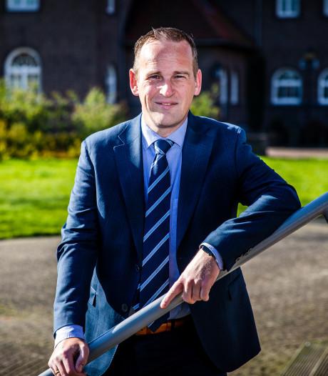 Burgemeester Van Hemmen begint van in de Hoeksche Waard: een anonieme entree