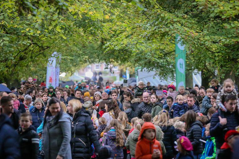 Intrede sint in Alden Biesen een massa volk