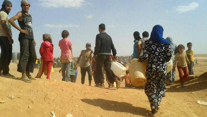 Vluchtelingen bij een kamp in Jordanië nabij de Syrische grens.