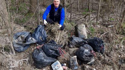 """Zwerfvuilcoach Luc treft zeven zakken restanten wietplantage aan: """"Ik kijk er niet meer van op"""""""