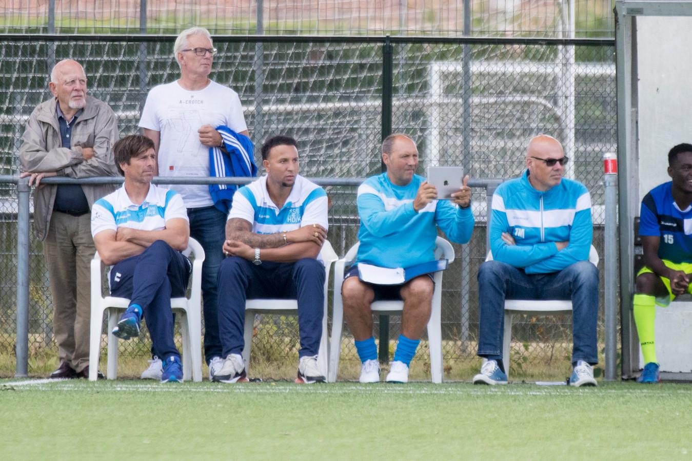 Dennis de Nooijer (links) moest zaterdag met Hoek de eerste nederlaag van de competitie incasseren.