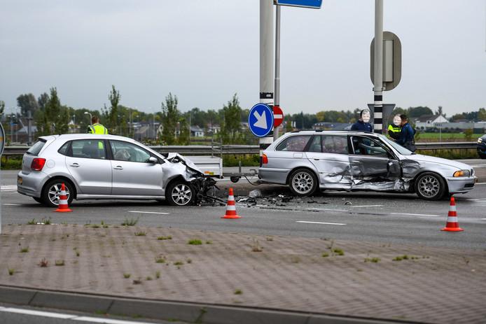 De verongelukte auto's op de N207