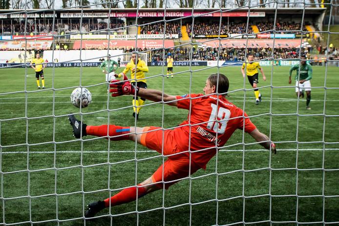 Lars Unnerstall wordt geklopt.