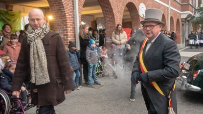 Sint-Lodewijk blaast 150 kaarsjes uit: hele school keert paar eeuwen terug in de tijd voor 'retrodag'