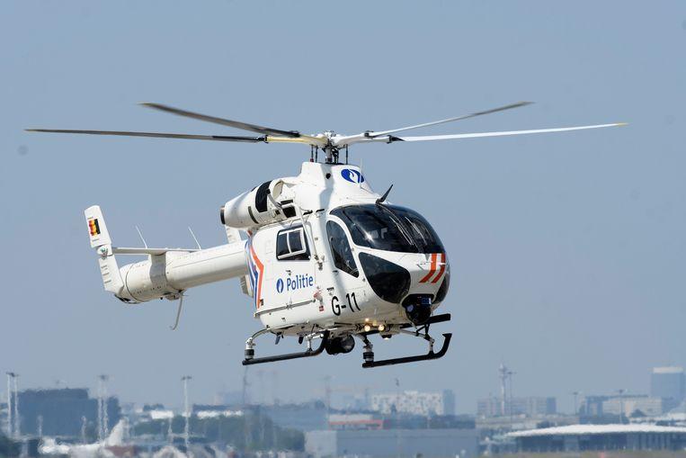 De vierde verdachte kon gevat worden dankzij de hulp van een politiehelikopter.
