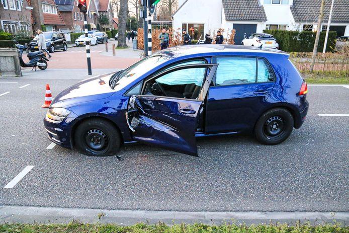 Motorrijder raakt gewond na aanrijding met onopvallende politieauto