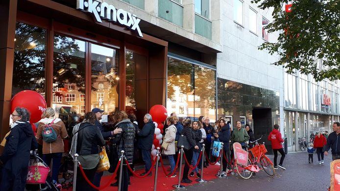 In de rij voor de opening van TK Maxx in de voormalige V&D aan de Grote Markt in Nijmegen.