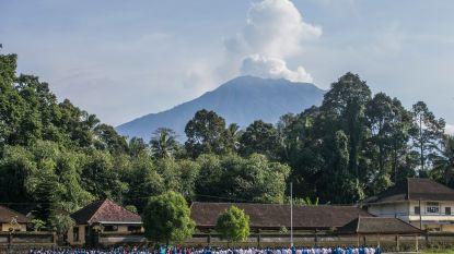 Vulkaan Agung op Bali spuwt enorme aswolk uit
