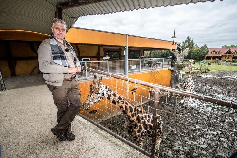 Uitbater Charel Verheyen aan het giraffendomein.