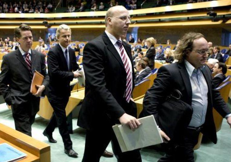 Kamerleden van de PVV, waaronder Geert Wilders (tweede van links), verlaten uit onvrede de kamer. Foto ANP Beeld