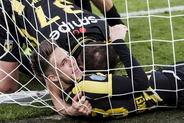 Ricky van Wolfswinkel van Vitesse viert de 0-1. Beeld anp