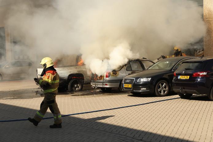 Overslag felle brand naar vuurwerkbedrijf Oss ternauwernood voorkomen