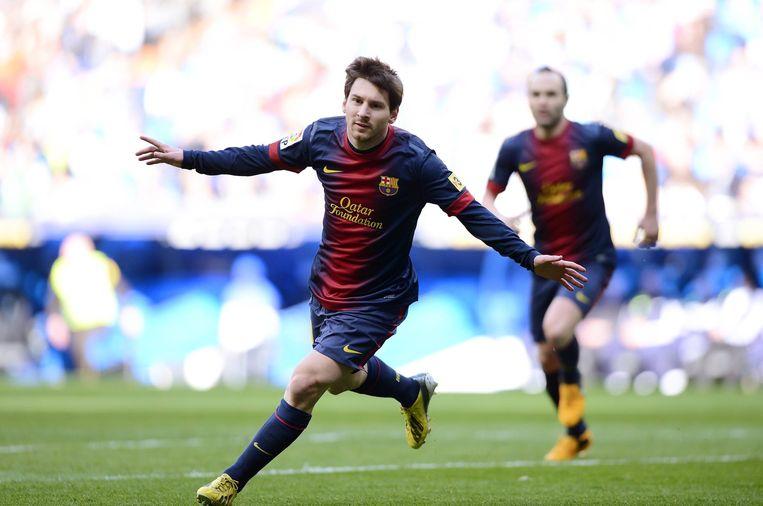 Lionel Messi scoort tijdens een wedstrijd tegen Real Madrid, 2 maart 2013.   Beeld BSR Agency