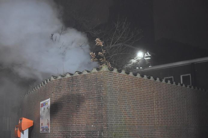 De brand zorgde voor veel rookontwikkeling.