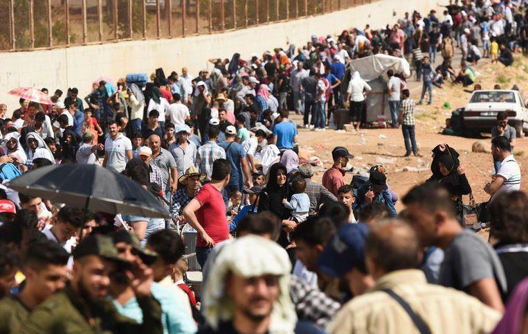 Syrische vluchtelingen vlakbij de Turkse stad Kilis. Beeld AFP