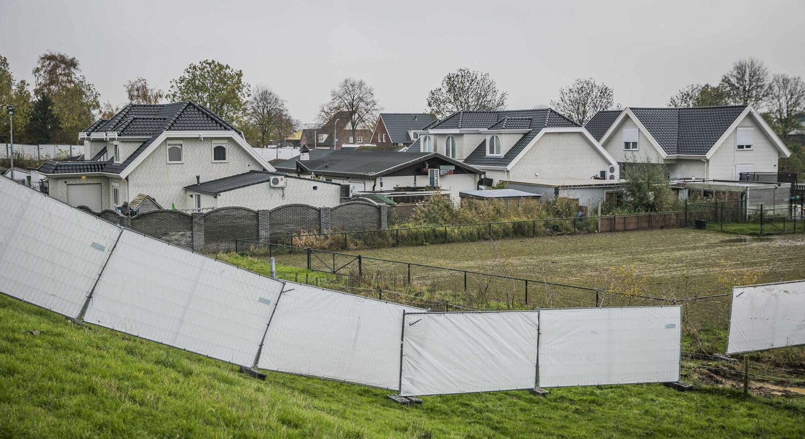 De politie heeft een inval gedaan in een woonwagenkamp in Lith. De inval maakt deel uit van Operatie Alfa, een politieonderzoek naar een criminele familie in Oss.