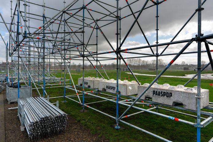 Het opbouwen van het festivalterrein van Paaspop ligt nog altijd stil. Het wachten is op het moment dat het festival wordt afgelast vanwege het coronavirus.