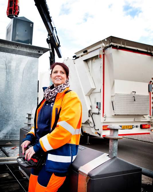 Wilma van der Kooij is vuilnisvrouw.