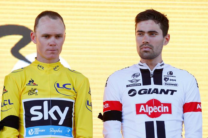 Dumoulin (r) en Froome gebroederlijk op het ereschavot tijdens de Tour van 2015.