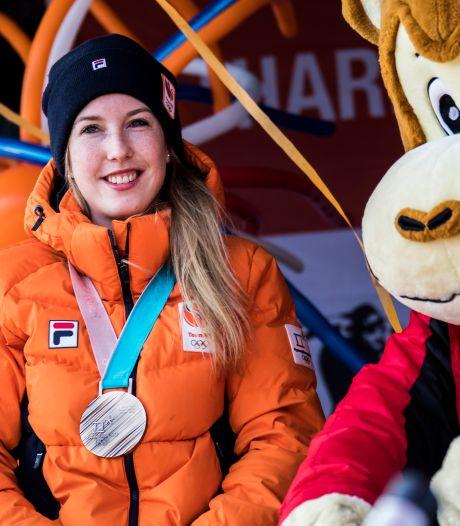 Beste vriendin rouwt om schaatsster Lara: 'Ik wil haar telkens een berichtje sturen, maar besef dan dat dit niet meer kan'