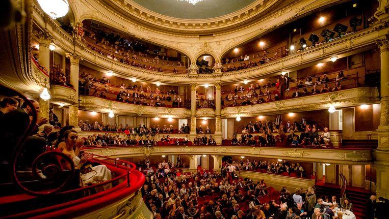 Publiek tijdens de uitreiking van de VSCD toneelprijzen in de Stadsschouwburg in Amsterdam op 17 september Beeld anp