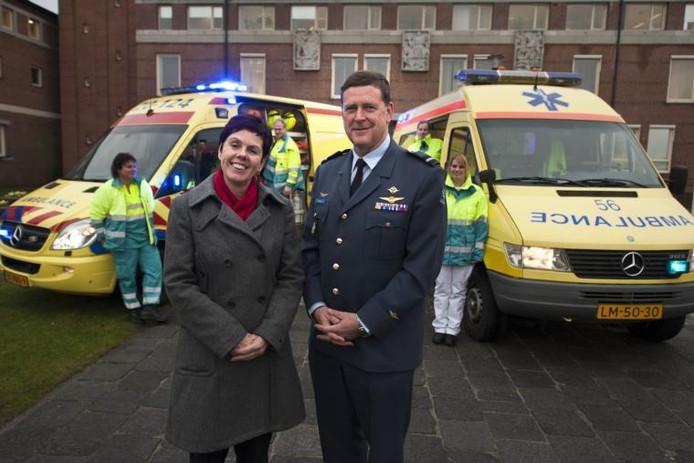 Burgemeester van Gilze en Rijen Marja Heerkens en commodore-vlieger T. ten Haaf, commandant vliegbasis Gilze- Rijen.\n
