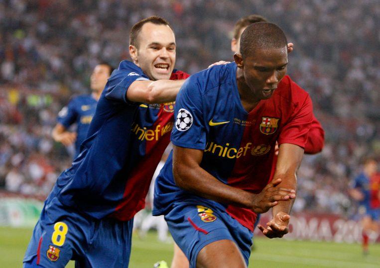 Iniesta met Samuel Eto'o in 2009.