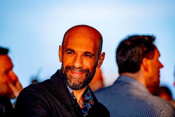De Gouden Ganzenveer is dit jaar voor schrijver en programmamaker Abdelkader Benali.