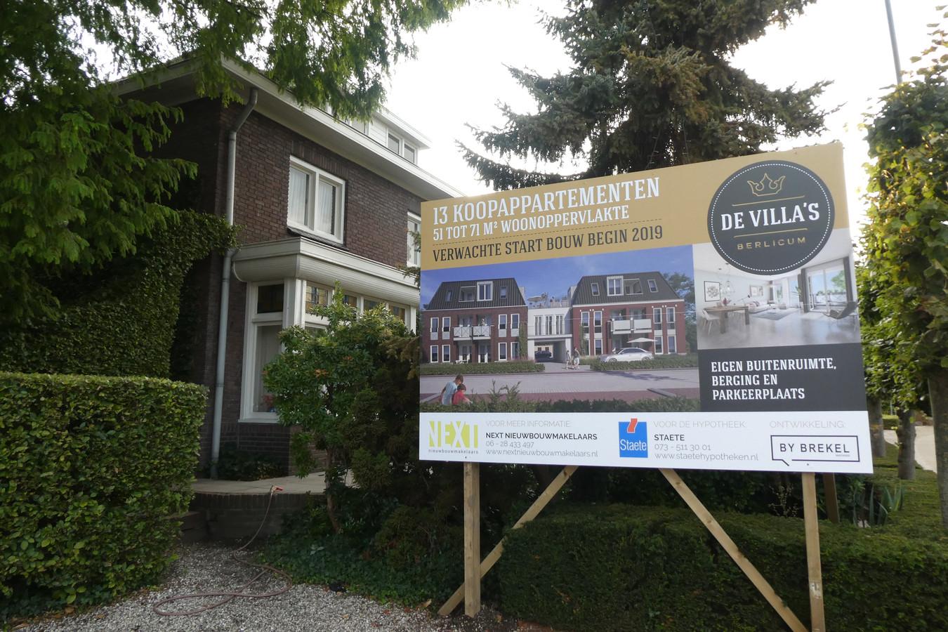 Op deze plek van de nog bestaande villa in Berlicum komen dertien appartementen van By Brekel Vastgoed.