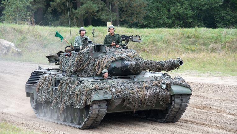 Een Leopard-tank tijdens een Navo-oefening op de militaire basis Bergen-Hohne in Duitsland, vorig jaar. Beeld BELGA