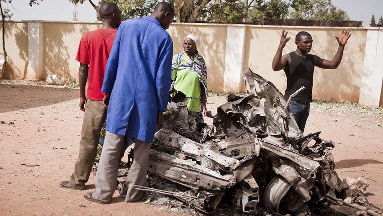 Overblijfselen van een voertuig na een zelfmoordaanslag in Nigeria waar Boko Haram voor verantwoordelijk zou zijn. Beeld null