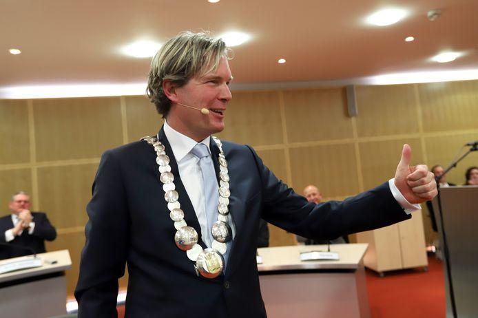 Foort van Oosten wil dat wordt uitgezocht hoe de naam van een sollicitant voor het burgemeesterschap - dat uiteindelijk naar hem ging - uitlekte.