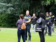 Kleine groep mensen demonstreert ondanks verbod toch in Dordrecht tegen coronawet
