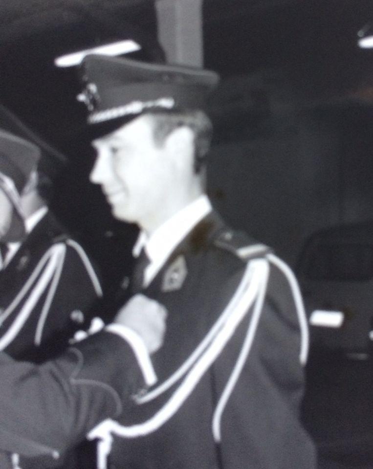 Pierre Schippers bij de uitreiking van het ereteken voor 10 jaar dienst.