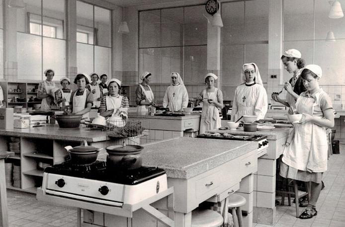 Klasje van huishoudschool in Best, 1950.