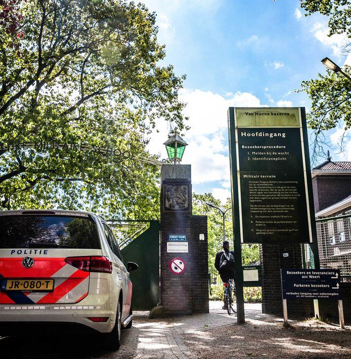 Exterieur van het AZC in Weert, gevestigd in de voormalige Van Hoorne Kazerne. De gemeente Weert, het COA en de politie belegden een spoedberaad vanwege de vele geweldsincidenten.