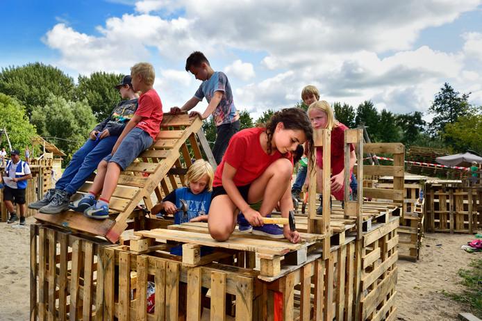 Het huttenbouwdorp in Noorderhout van vorig jaar. In het Groenhovenpark ging het evenement toen niet door wegens een tekort aan vrijwilligers.
