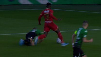 Evenaring van wereldrecord: Buta tikt Hazard aan, ref geeft na 9 seconden penalty